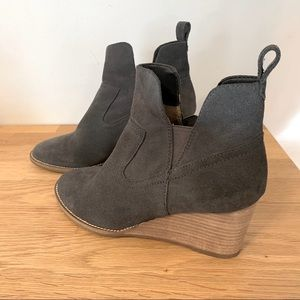 Blondo Irving Waterproof Wedge Bootie gray suede